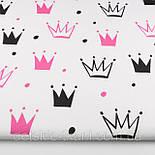 """Лоскут ткани №1334а """"Нарисованные короны"""" малиновые и чёрные на белом, размер 43*80 см, фото 2"""