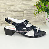 Женские лаковые босоножки на невысоком каблуке , фото 2