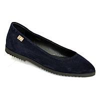 Женские синие замшевые туфли-балетки с заостренным носком.