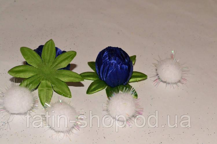 Бутон цветка магнолии темно-синий