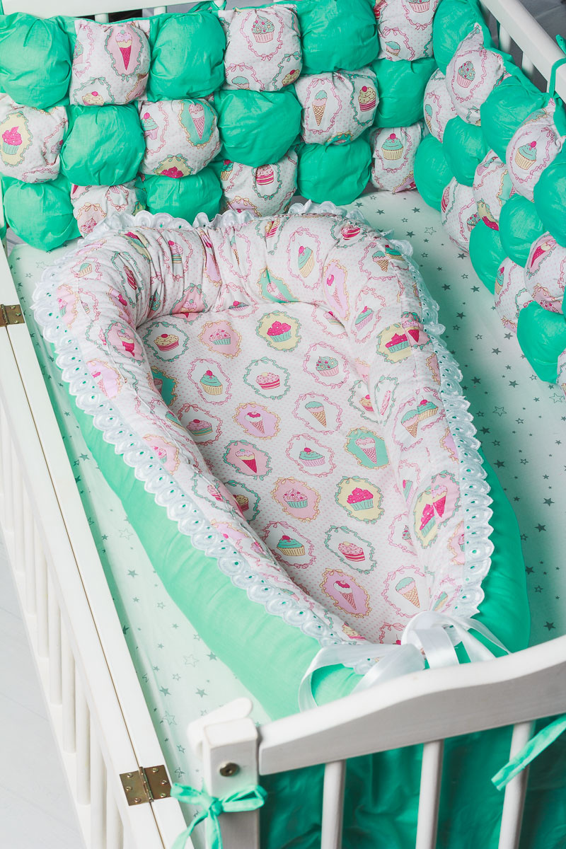 """Кокон-гнездышко для новорожденного""""Пироженные"""""""