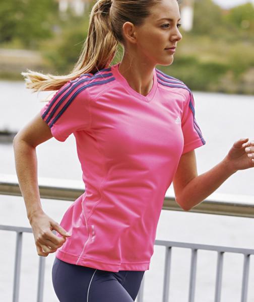 Женские спортивные футболки и майки