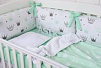 """Детская постель с 6 бортиками-подушками 33*60 см, пледом и подушекчкой из плюша """"Мятные короны"""""""
