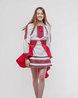 Стильное женское вышитое платье с поясом.