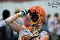 Святкуй День фотографа з яскравими фарбами Холі і кольоровим димом!