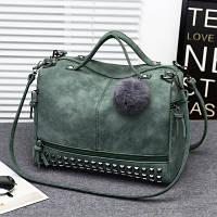 Женская вместительная сумка с заклепками и меховым брелком зеленая