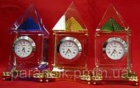 Часы хрустальные пирамида(10см)(7062)