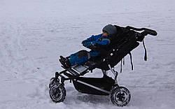 Выбор прогулочной коляски на зиму