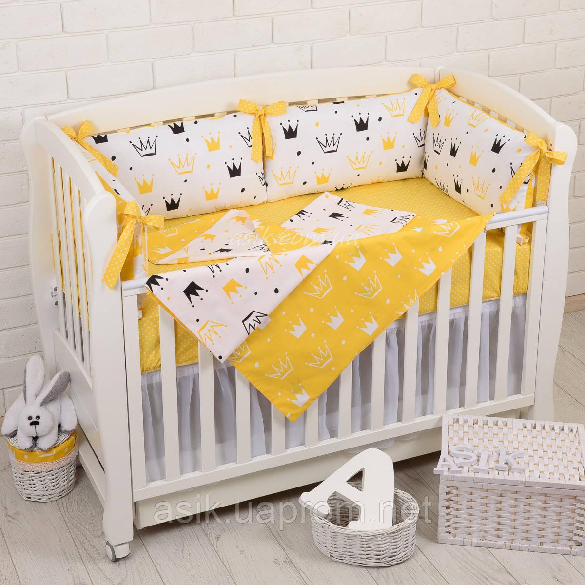 """Детская постель с 6 бортиками-подушками 33*60 см, сменной постелькой, одеялом и подушкой """"Жёлтые короны"""""""