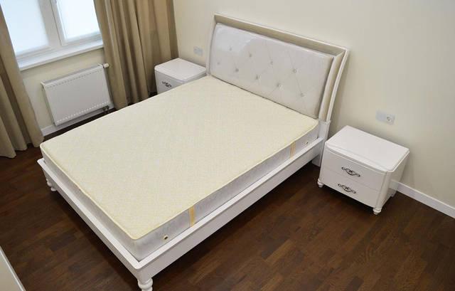 Спальня. Сенсорные выключатели Livolo с розеткой модель VL-C701/C7C1EU-11