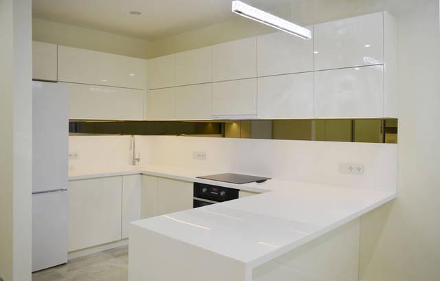 Кухня. Сенсорные выключатели Livolo с двумя розетками. Модель VL-C701/C7C2EU-11