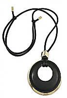 Колье с лощёными шнурами и кожаной вставкой. Цвет метала:позолота.Диаметр кулона:7 см. Длина колье: 72-94 см