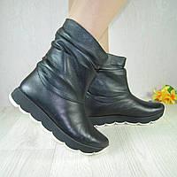 Ботинки женские из натуральной кожи черного цвета на утолщенной подошве