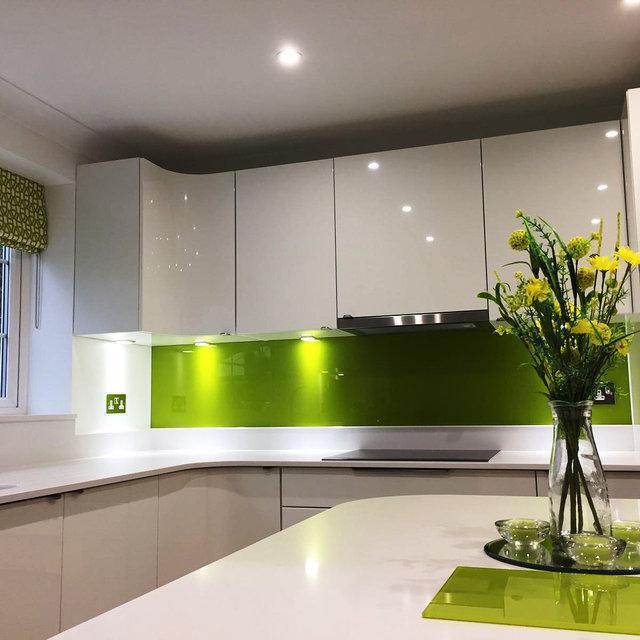 Картинки по запросу кухонный фартук в виде Одноцветные зеркала