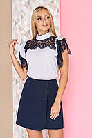 """Нарядная шифоновая белая блузка с гипюровой вставкой и кружевом на рукавах-воланах """"Люси"""" темно-синий"""