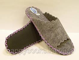 Открытые тапочки-шлёпанцы из войлока с сиреневым шнурком