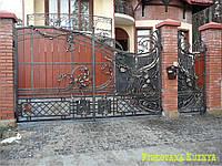 Кованные ворота с вставками дерева