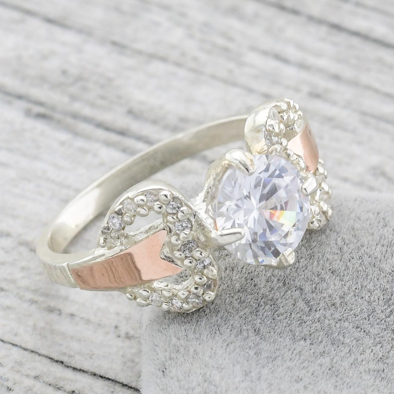 """Серебряное кольцо с золотыми пластинами """"Риччи"""", вставка белые фианиты, вес 4.1 г, размер 18"""