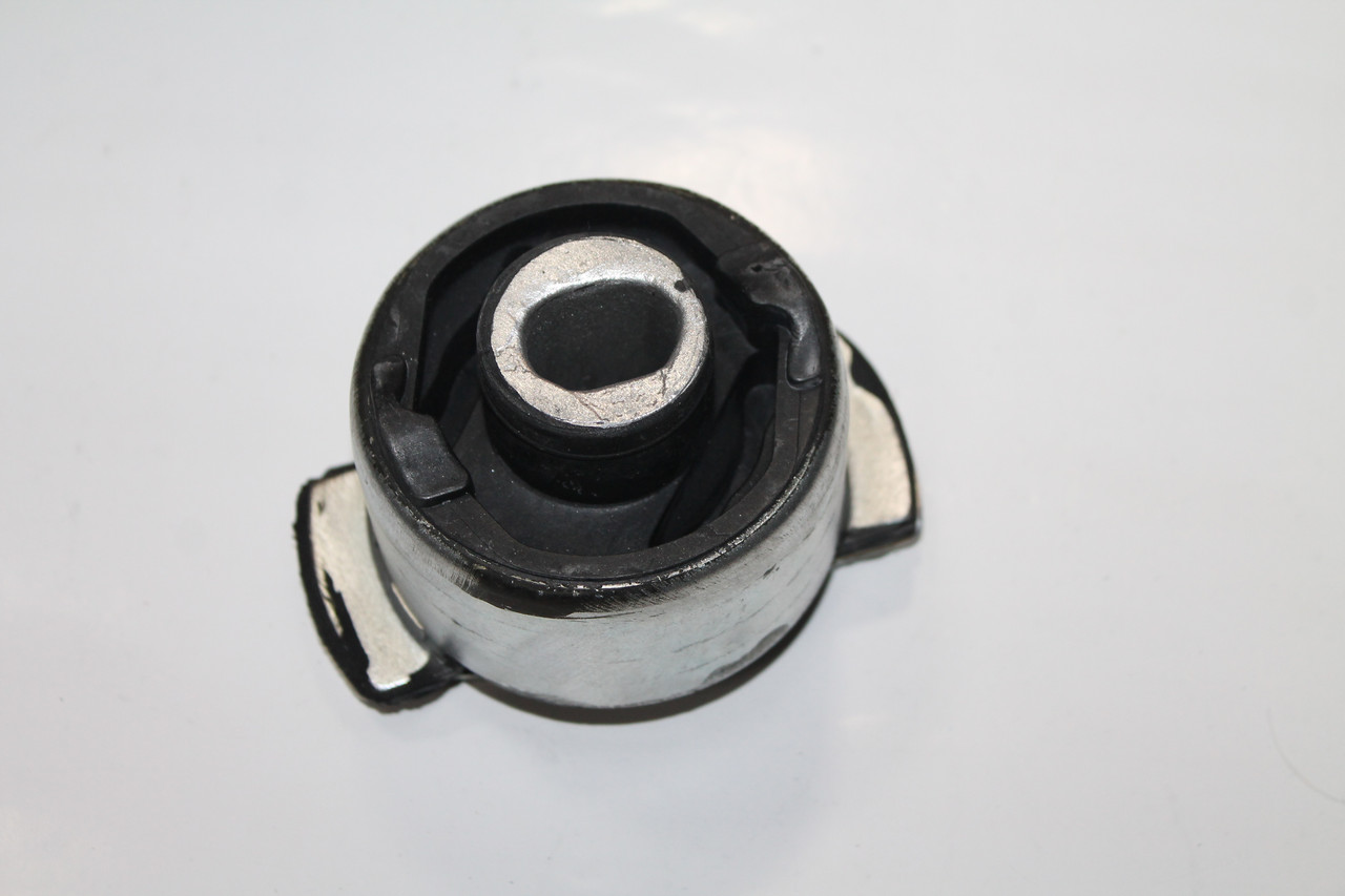 Сайлентблок задней балки правый Renault Laguna II 01-