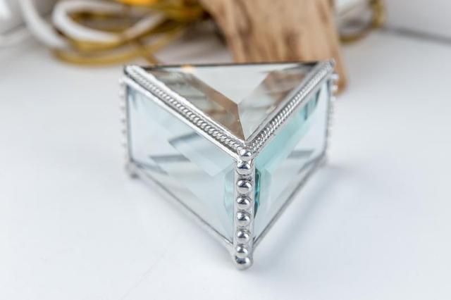 Шкатулка треугольник из стекла в технике тиффани