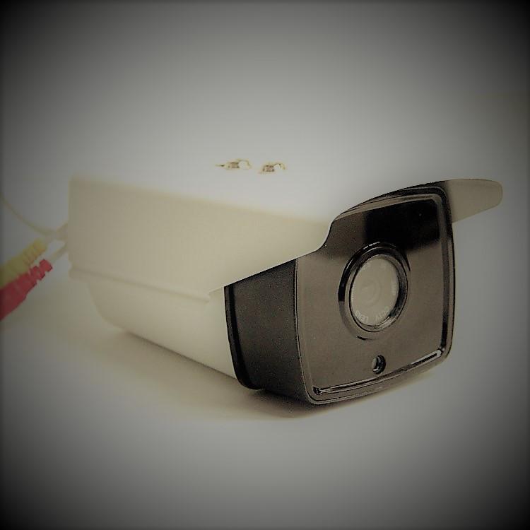 Камера  HD (1.3 MP)