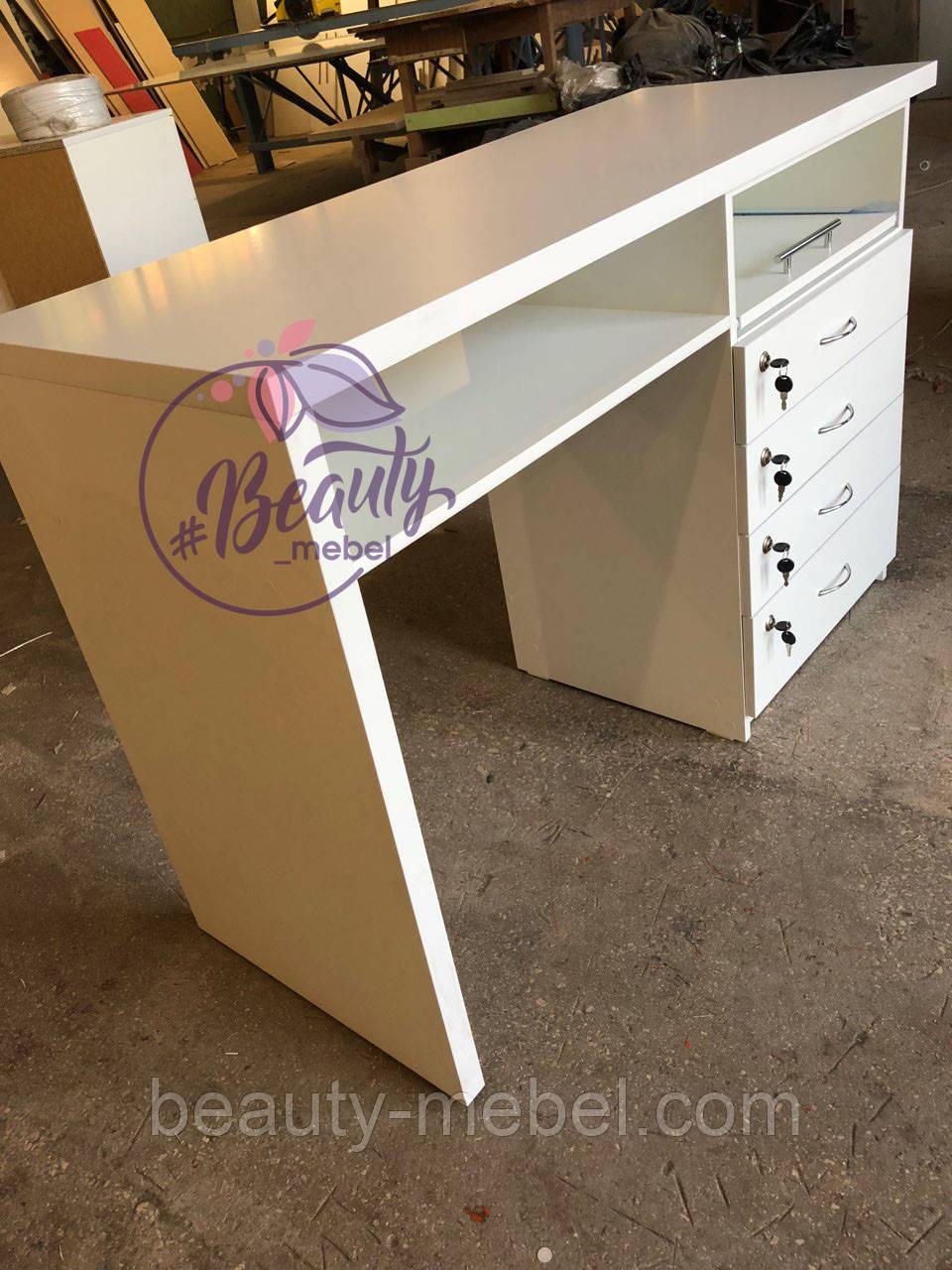 Маникюрный стол с удобными ящиками, белый