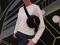 Женская круглая бананка сумочка на пояс черная