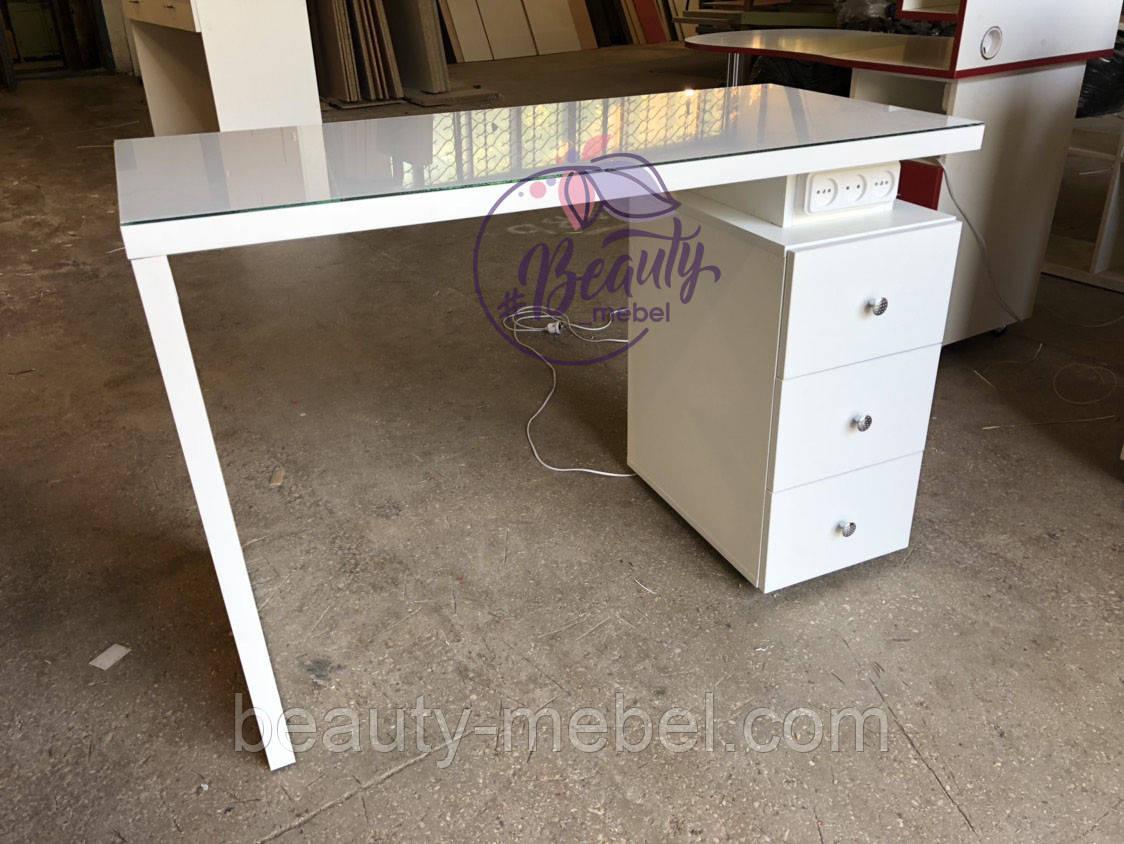 Маникюрный стол под стеклом и с тройной розеткой