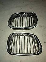 Решітка радіатора BMW 5 E39 (права/ліва сторна)
