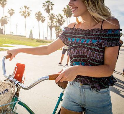 При выборе портативной колонки для вело- и пеших прогулок