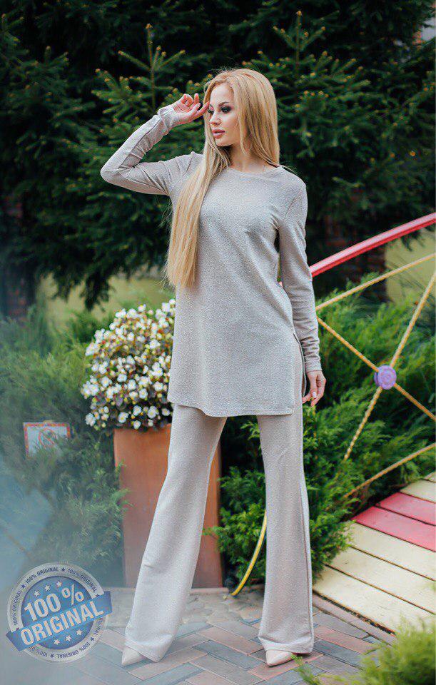 Вечерний красивый брючный костюм: кофта туника и брюки клеш из сверкающей люрексовой ткани
