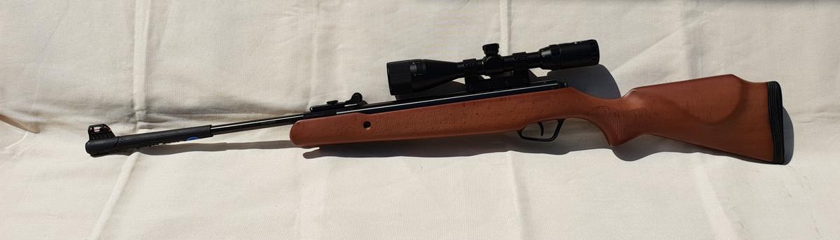 Гвинтівка пневматична Stoeger X20 Wood Stock Combo з оптичним прицілом
