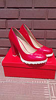 Модельные женские туфли красного цвета на высоком каблуке.р.35,36,38.40.
