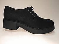 Женские Черные замшевые туфли на каблуке  и платформе со шнурками.Польша.