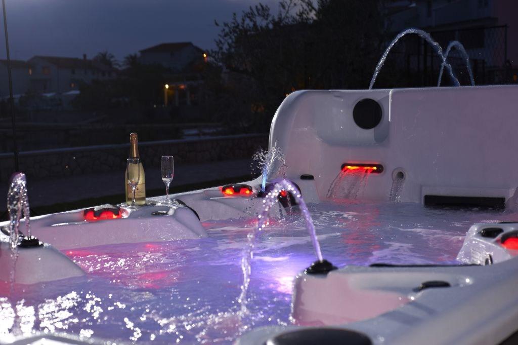 Leisurescape Pools & Spas - плавальні спа нового покоління, команда, яка змінила стиль майбутнього в спа індустрії ...