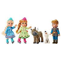 Disney Игровой набор Холодное Сердце - Куклы-малышки Анна Эльза и Кристофф Frozen Petite Toddler Ice Skating Set
