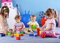 Які іграшки краще вибрати для малюків різного віку