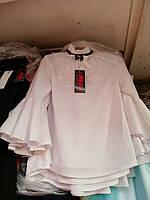 Блуза школьная стильная с длинными рукавами-воланами и ажурным кружевом для девочки оптом