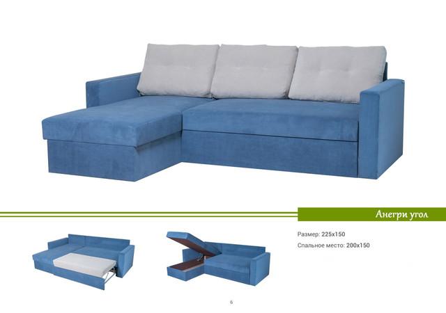На фото: угловой диван с подушками