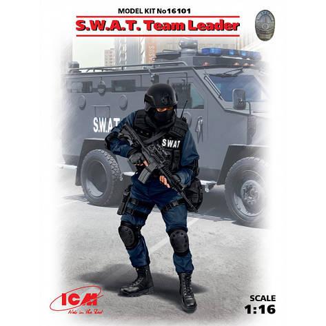 Сборная пластиковая фигура. Командир группы S.W.A.T. 1/16 ICM 16101  , фото 2