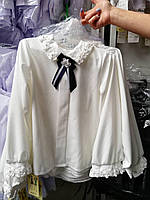 Блуза школьная нарядная декорированная кружевным ажурным воротником с длинным  рукавом для девочки оптом