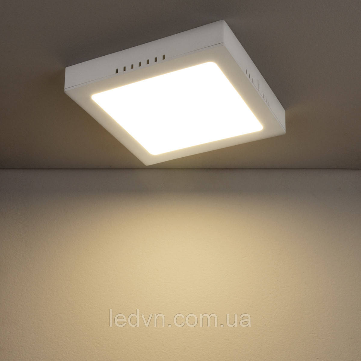Накладной светодиодный светильник квадратный 18 ватт