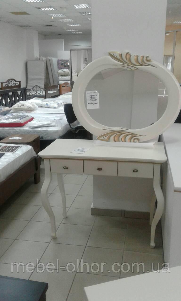 Дамский стол из массива белый