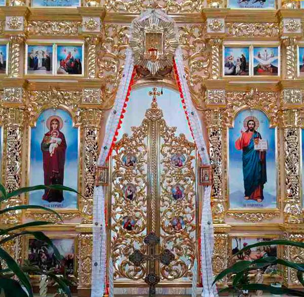 Царські врата пофарбовані для іконостасу під замовлення