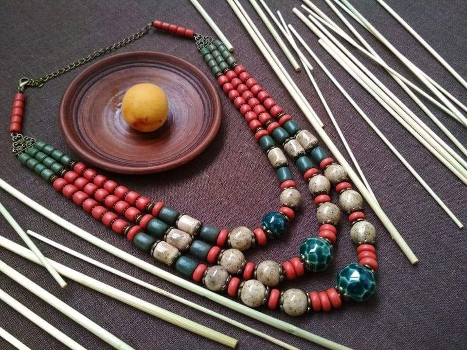 Украшение на шею из глазурованной керамики