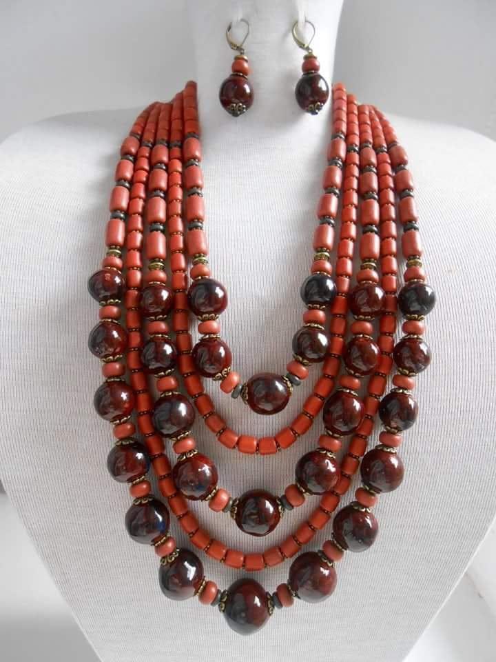 Ожерелье из глазурованной керамики