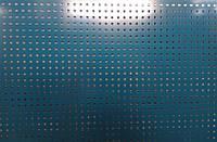 Перфорований метал розміром перфорації 5мм на 5мм шагом 15мм з покраскою