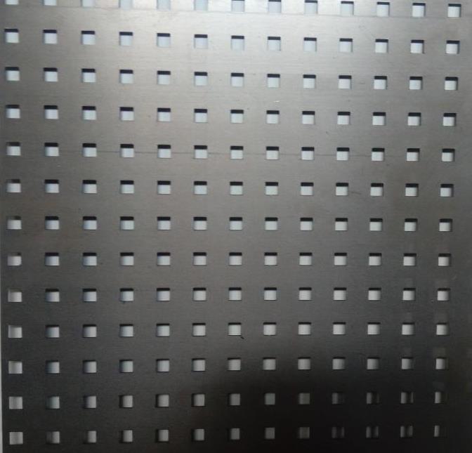 Перфорований метал розміром перфорації 10мм на 10мм шагом 28мм без покраски
