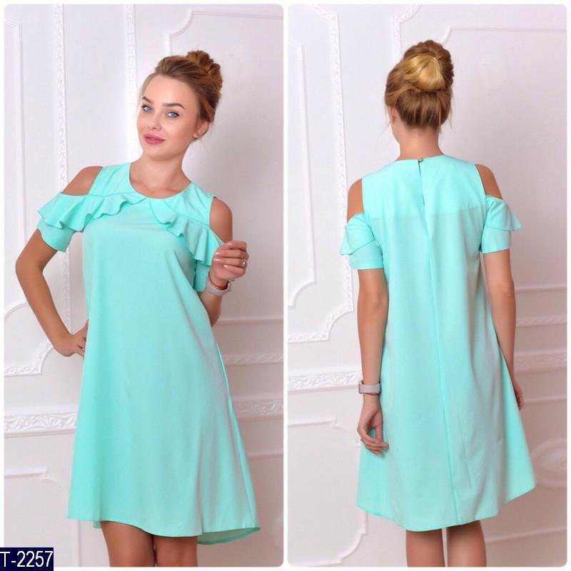 Летнее платье мятного цвета с воланами на плечах