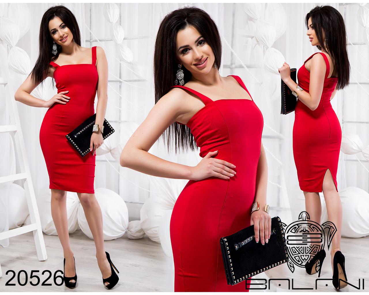 Красное приталенное платье